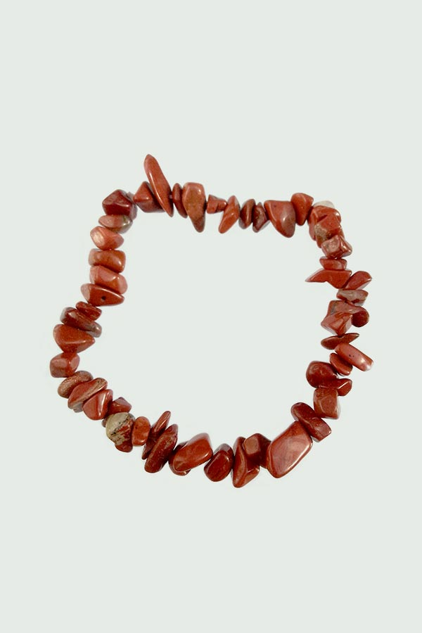Браслет з намистин у вигляді червоного корала